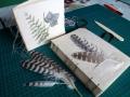 handgemachtes Notizbuch A5 in koptischer Bindung mit Falkenfedern